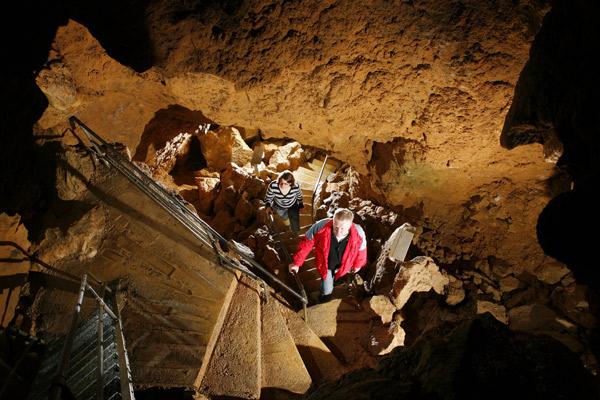 tiefenhöhle llaichingen